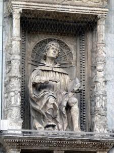 """Como - Dom - Fassade - Plinius der Jüngere"" by Wolfgang Sauber - Own work. Wikimedia Commons"